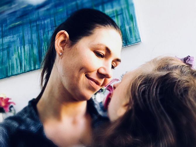 """""""Devet godina mi poručuju da Sofiju uspavam i prekratim joj muke"""": Slika njenog deteta kruži tviterom i razlog je ZASTRAŠUJUĆ"""