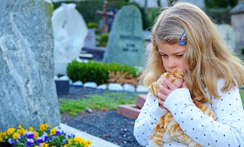 Afera o dzieci na cmentarzu. Wkroczył prokurator