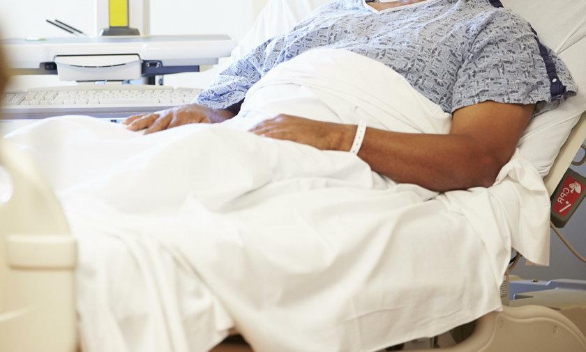 Męzczyna w szpitalu
