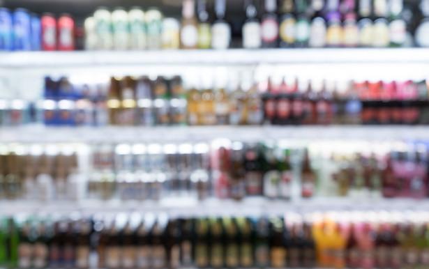 Senacka komisja budżetu i finansów publicznych zaakceptowała w środę wniosek senatorów KO o odrzucenie nowelizacji ustawy o akcyzie, która przewiduje 10 proc. wzrost podatku na alkohole i wyroby tytoniowe.