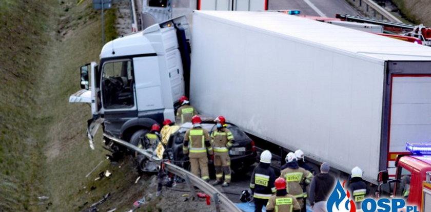 Tragiczny wypadek na S6. Zapalił się samochód, jedna osoba nie żyje