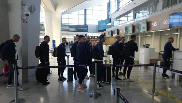 Fudbalska reprezentacija Srbije na aerodromu pred put u Litvaniju