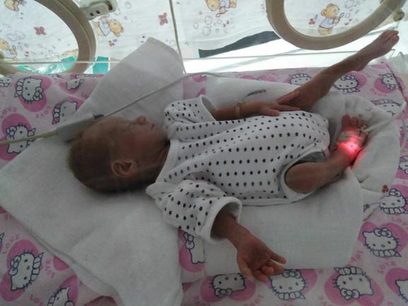 Helena u inkubatoru