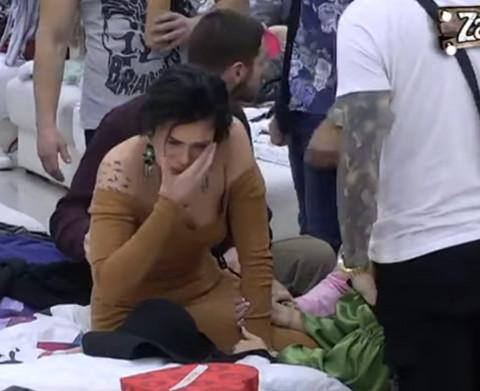 NASILJE NA BOŽIĆ: Aleksandra PESNICOM udarila Minu u lice, Vrbaški rida od bolova! VIDEO