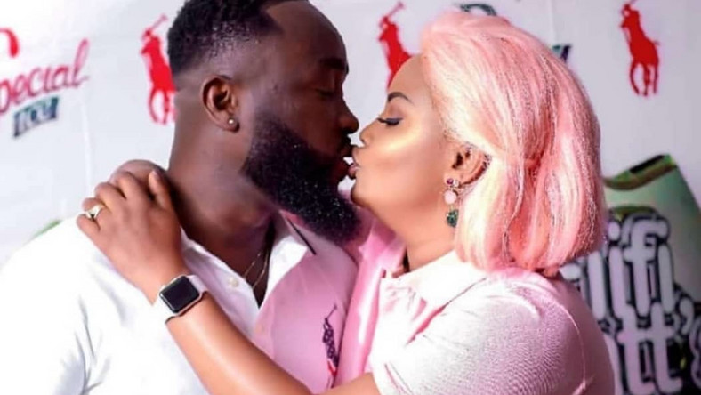 This picture of Nana Ama McBrown kissing Maxwell is bae goals ...