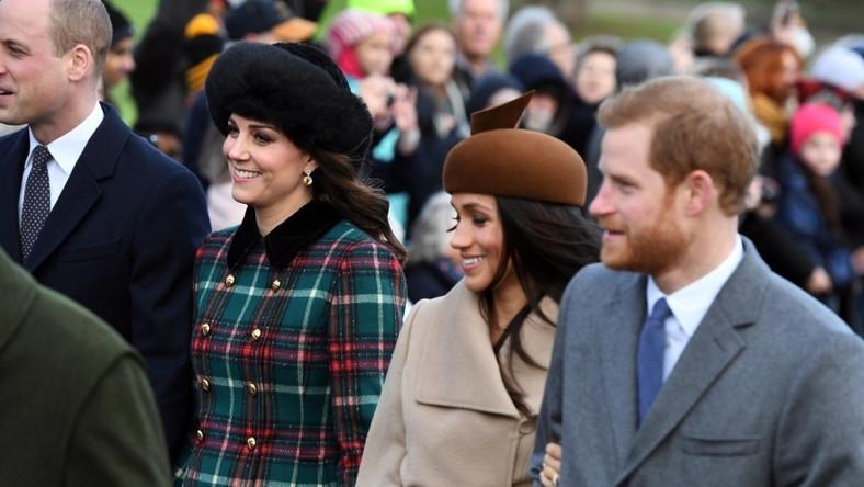 Narzeczona księcia Harry'ego uczestniczyła w tradycyjnej mszy świątecznej wraz z rodziną królewską...