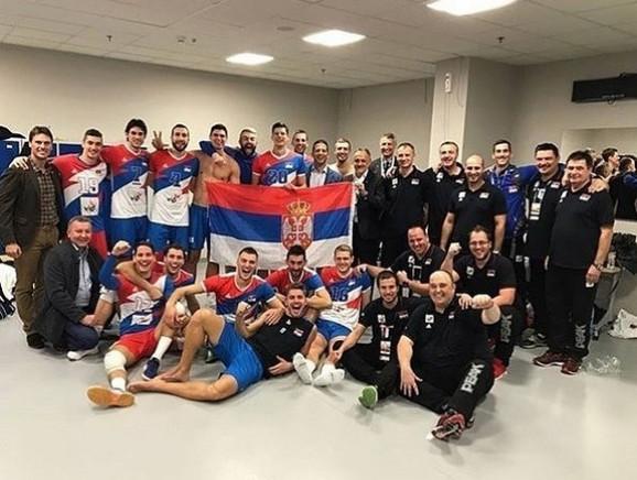 Odbojkaška reprezentacija Srbije slavi evropsku bronzu