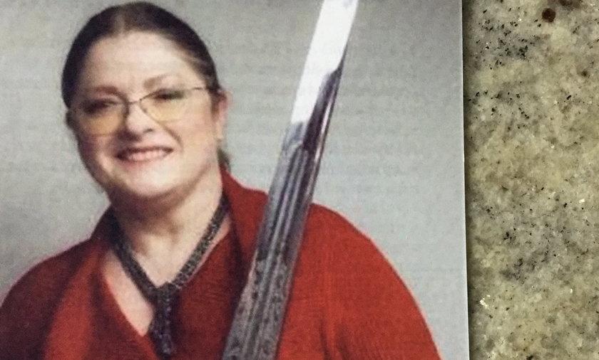 Krystyna Pawłowicz pozuje z nagim mieczem.
