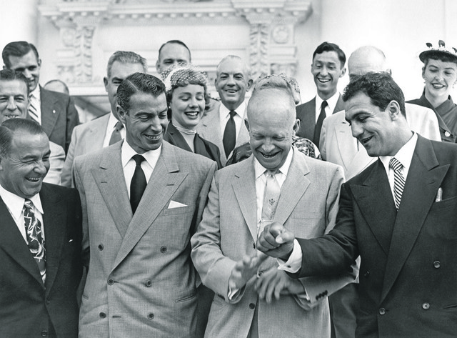 Predsednik SAD Dvajt Ajzenhauer, Džo Dimađio, legendarni bejzbol igrač, i Roki Marćano u junu 1953. godine na humanitarnoj bejzbol utakmici