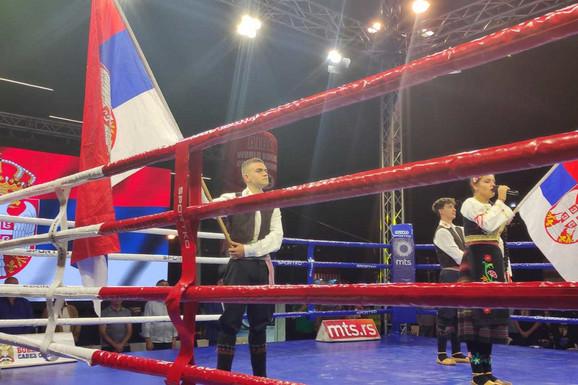 ŠABAC U ZNAKU BOKSA! Mnoštvo poznatih lica među zvanicama na bokserskom spektaklu