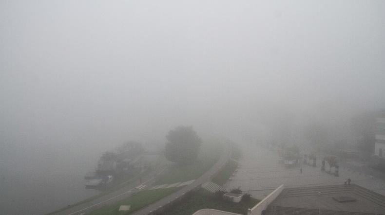 IMGW ostrzega: w niektórych regionach silna mgła