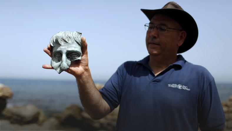 MIDEAST ISRAEL ARCHEOLOGY (Finds from Roman period discovered in Caesarea ancient Harbor )