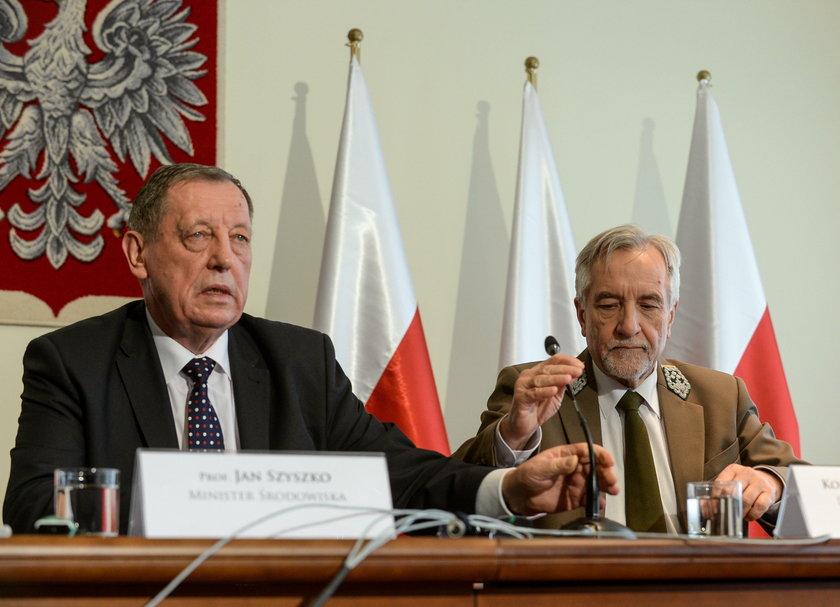 Minister środowiska Jan Szyszko i dyrektor Lasów Państwowych