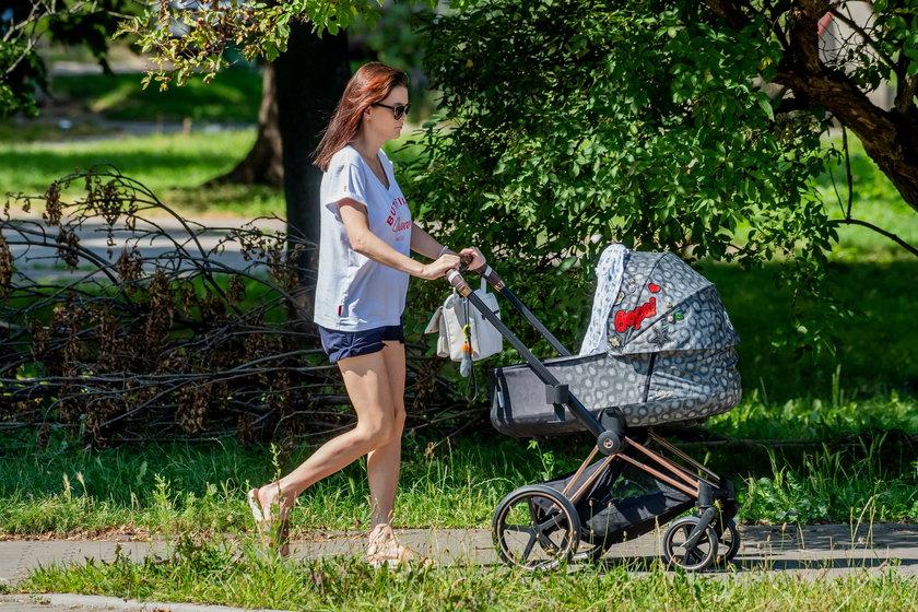 Agnieszka Radwańska z synkiem na spacerze