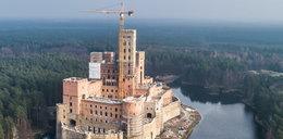 Bogacze mogą budować zamki, a zwykli ludzie mają płacić kary!