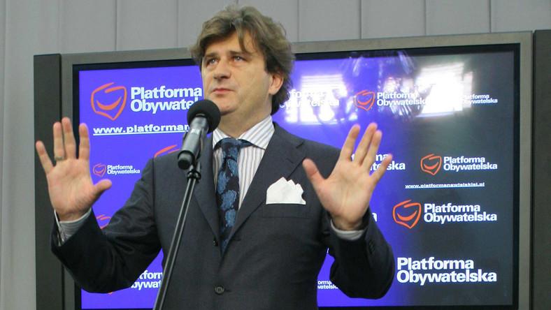 Janusz Palikot triumfuje: nie wszyscy posłowie PiS zrezygnowali z prac w komisji