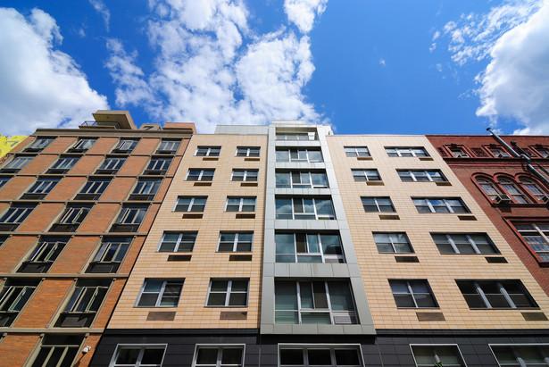 Kobieta uważała, że nie zapłaci PIT od dochodu ze sprzedaży mieszkania, mimo iż pieniądze poszły na spłatę kredytu na dom wchodzący do majątku odrębnego jej męża.