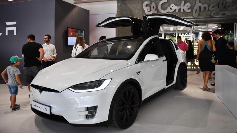 Tesla buduje maszynę do wymiany baterii w autach
