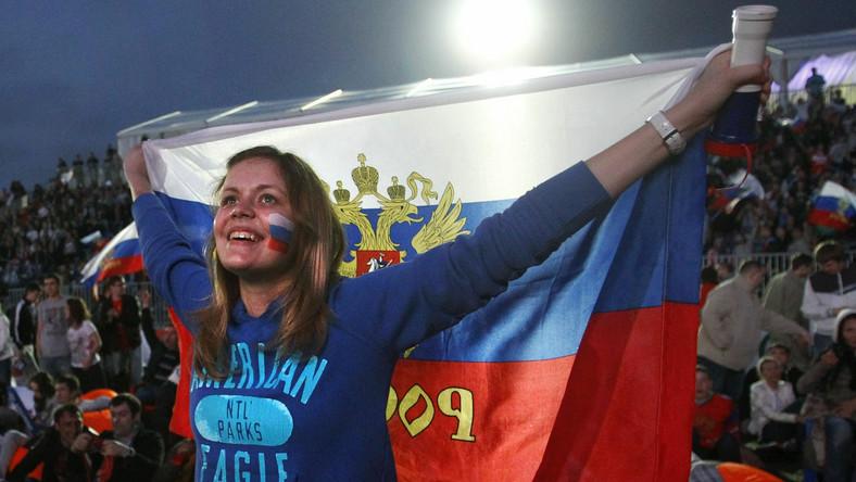 Strefa kibica na stadionie Łużniki w Moskwie. Emocji w czasie oglądania meczu Rosja-Czechy nie brakowało