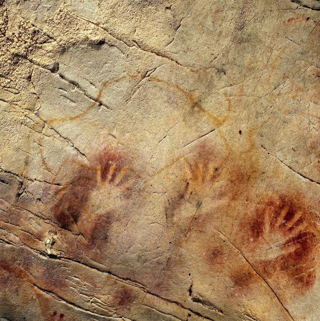 """Najstariji u Evropi:Crtež """"Panel ruku"""" sa pećine El Kastiljo u Španiji"""