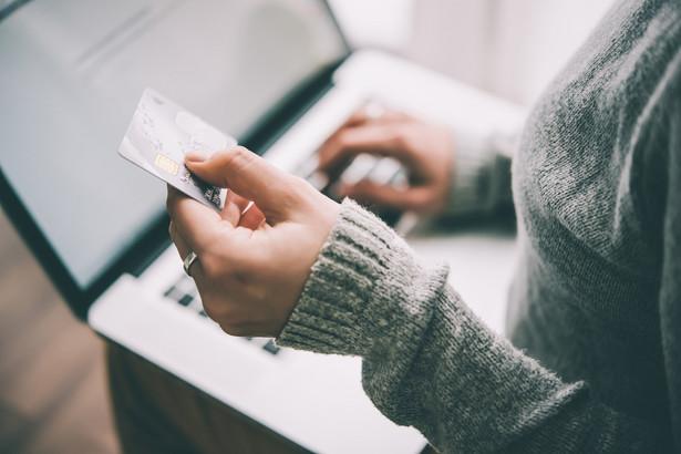 Redukcja obrotu bezgotówkowego już teraz generuje wzrost jednostkowego kosztu obrotu gotówkowego, co zachęca banki do usuwania gotówki z oddziałów