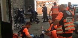 Wypadł z okna i ranił nożem policjantów. Usłyszał zarzuty