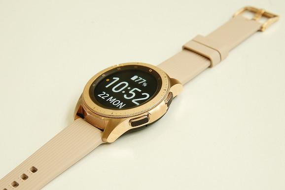 Pametni sat koji može da izađe na crtu Apple watchu