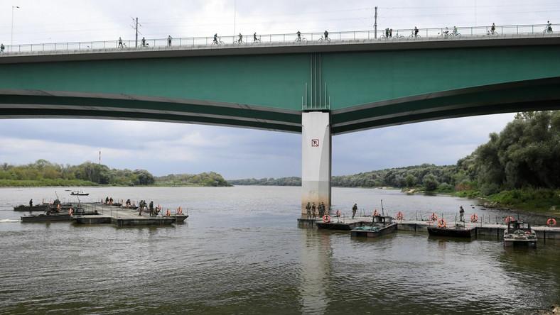 Budowa mostu pontonowego