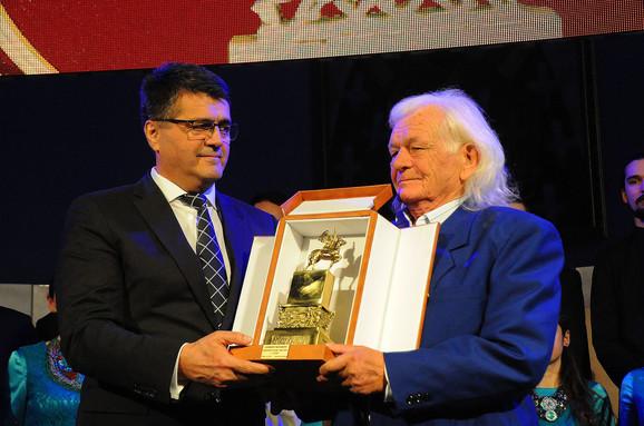 Gradonačelnik Niša Darko Bulatović uručio je nagradu Selimiru Markoviću