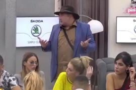 PROSTAKLUK Miki Đuričić mlatio POLNIM ORGANOM pred svima (VIDEO)