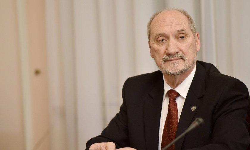 Macierewicz zmieni prawo, żeby udowodnićzamach