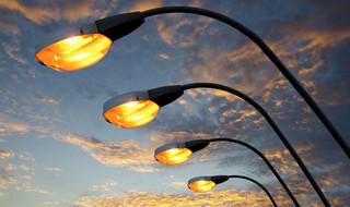 Przetargi: Napięcie dotyczące modernizacji oświetlenia ulic nadal nie spada