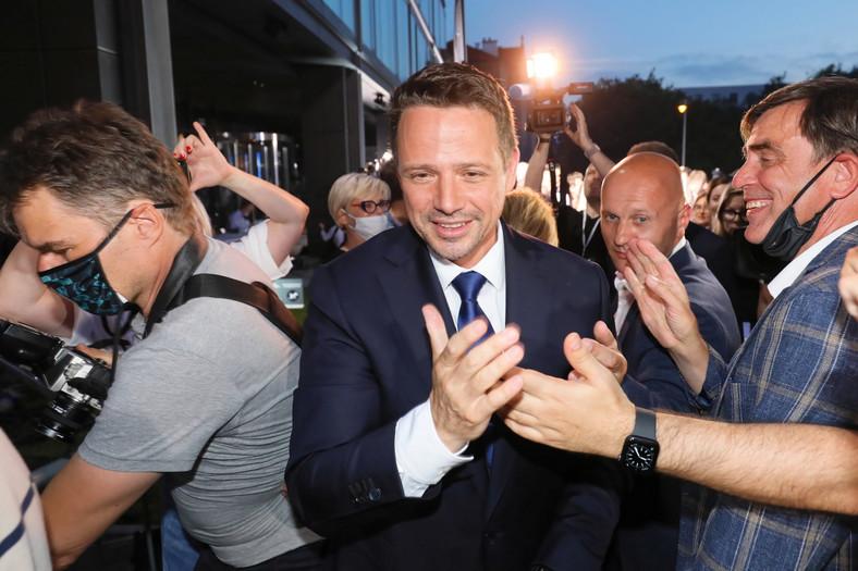 Prezydent Warszawy, kandydat KO w wyborach prezydenckich Rafał Trzaskowski w sztabie wyborczym w Warszawie