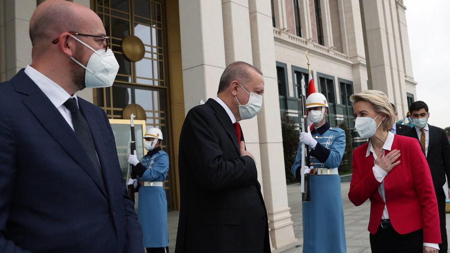 Charles Michel, Recep Tayyip Erdoğan  i Ursula von der Leyen w Ankarze