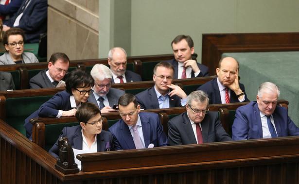 """""""Kiedy za naszych rządów mieliśmy ponad 4 proc. wzrost PKB, to w narracji PiS Polska była w ruinie, a teraz to jest kraj mlekiem i miodem płynący"""" - dodał polityk Stronnictwa."""