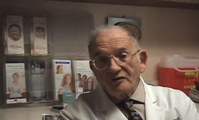 Dr Grossan codziennie je jogurt, by uniknąć przeziębienia