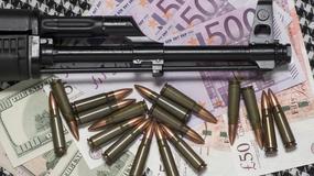 Trzech cwaniaków i sto milionów nabojów, czyli albański łącznik