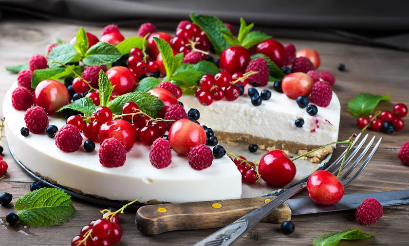 Przepis na deser z jogurtem i owocami