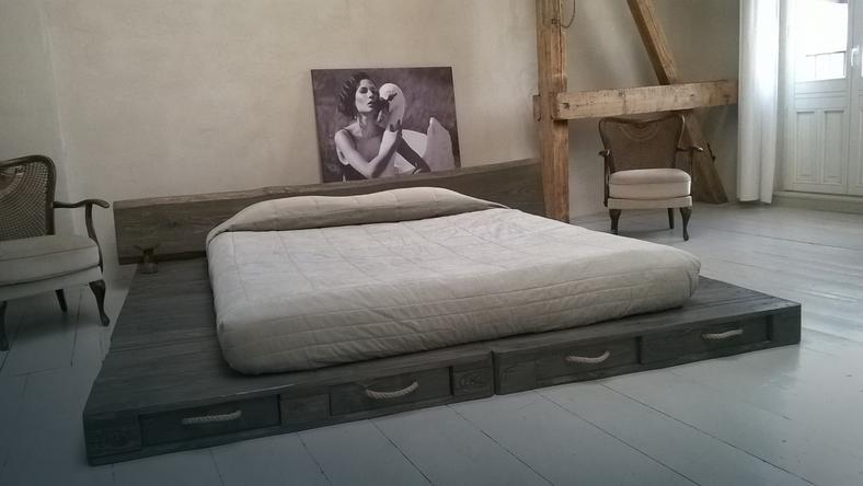 Jak zrobić łóżko z europalet - wersja ekonomiczna i ekskluzywna - Dom