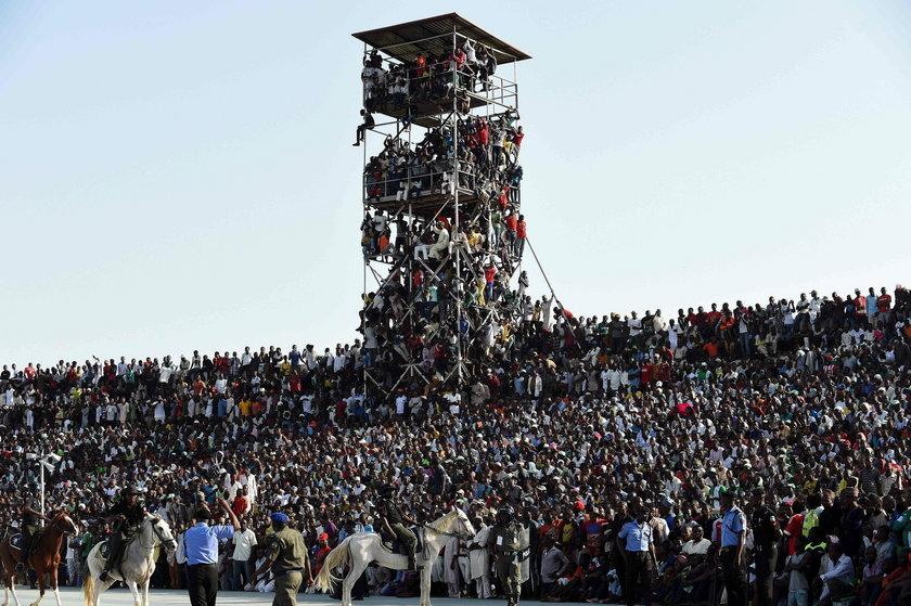 O krok od tragedii. Na mecz weszło 15 tys fanów więcej niż miejsc