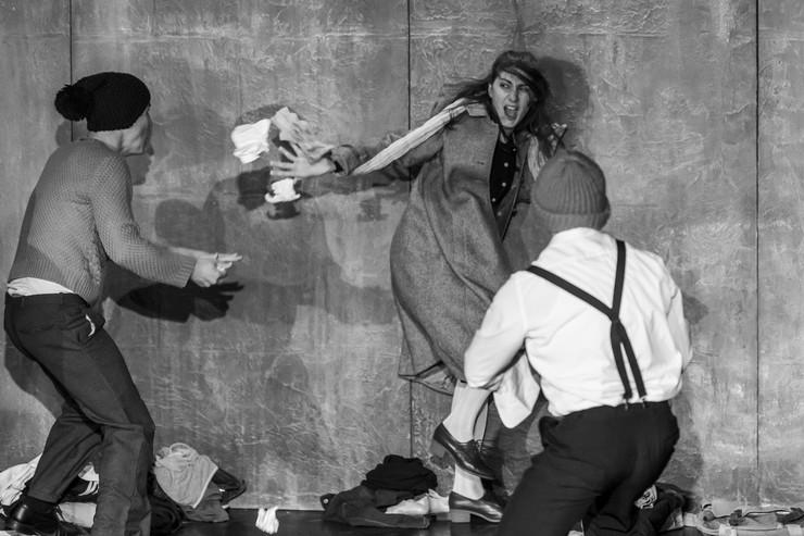 Teatar Emina Elor, Upotreba čoveka foto Ustupljena fotografija Novi tvrđava teatar
