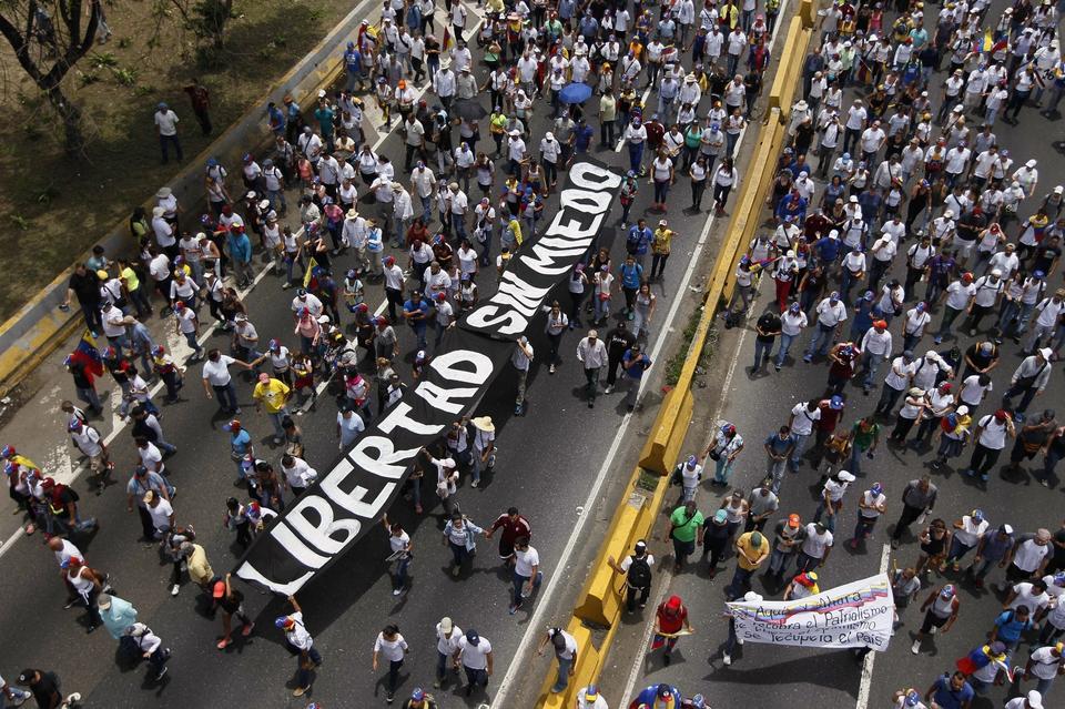 Nie należy jednak dziwić się protestującym. Czterech na pięciu mieszkańców Wenezueli przyznało w badaniach, że w ciągu ostatniego roku nie było ich stać na jedzenie.