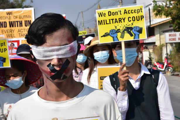 Birma. Protest przeciwko zamachowi stanu
