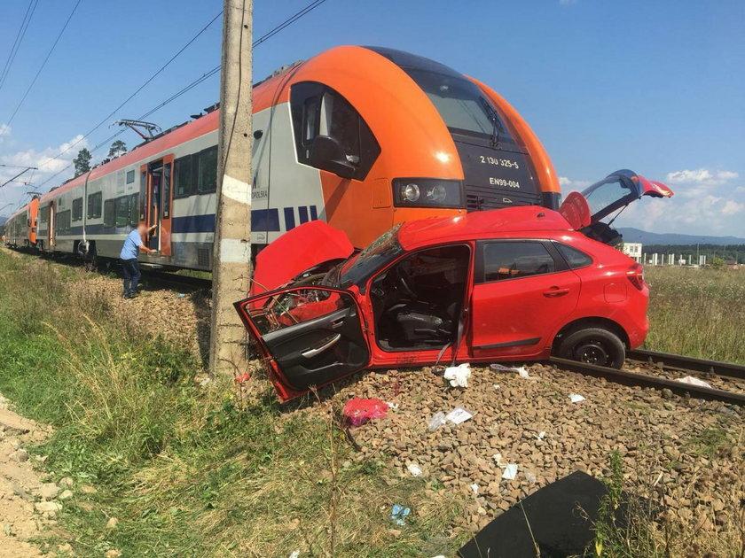 Pociąg staranował auto z kursantką. Wstrząsające nagranie
