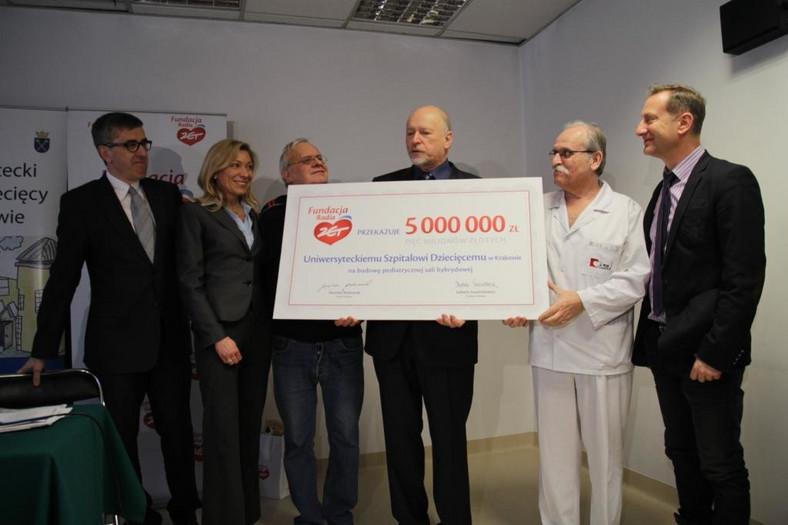 Symboliczne przekazanie funduszy na budowę i wyposażenie hybrydowej sali operacyjnej