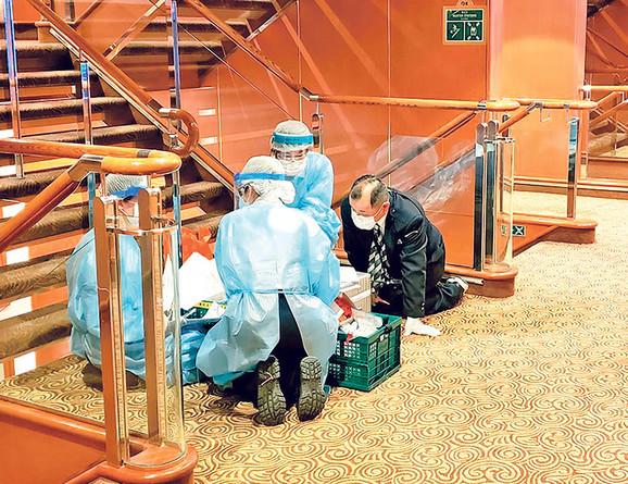 Prema rečima Srba zaposlenih na kruzeru, svih 20 zaraženih je van broda
