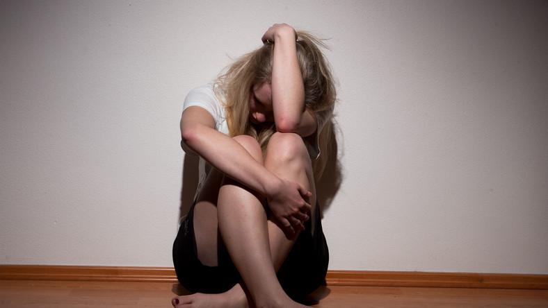 U nastolatków trudno zdiagnozować depresję, bo jej objawy można pomylić z zaburzeniami nastroju typowymi dla okresu dojrzewania