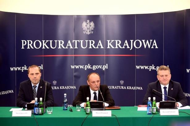 Zastępca prokuratora generalnego Marek Pasionek oraz prokuratorzy z Zespołu Śledczego nr 1 Marek Kuczyński oraz Krzysztof Schwartz