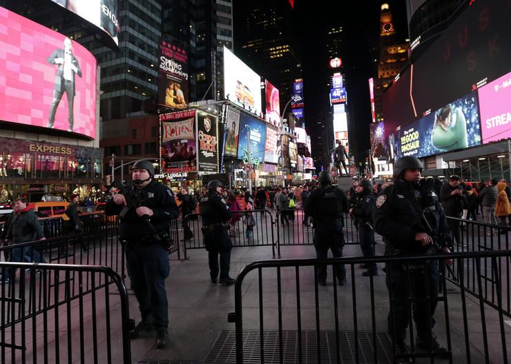Njujork, policija, EPA - JASON SZENES