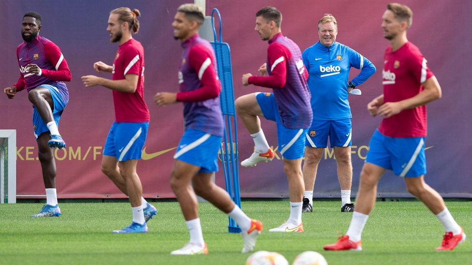 Ronald Koeman podczas treningu FC Barcelony